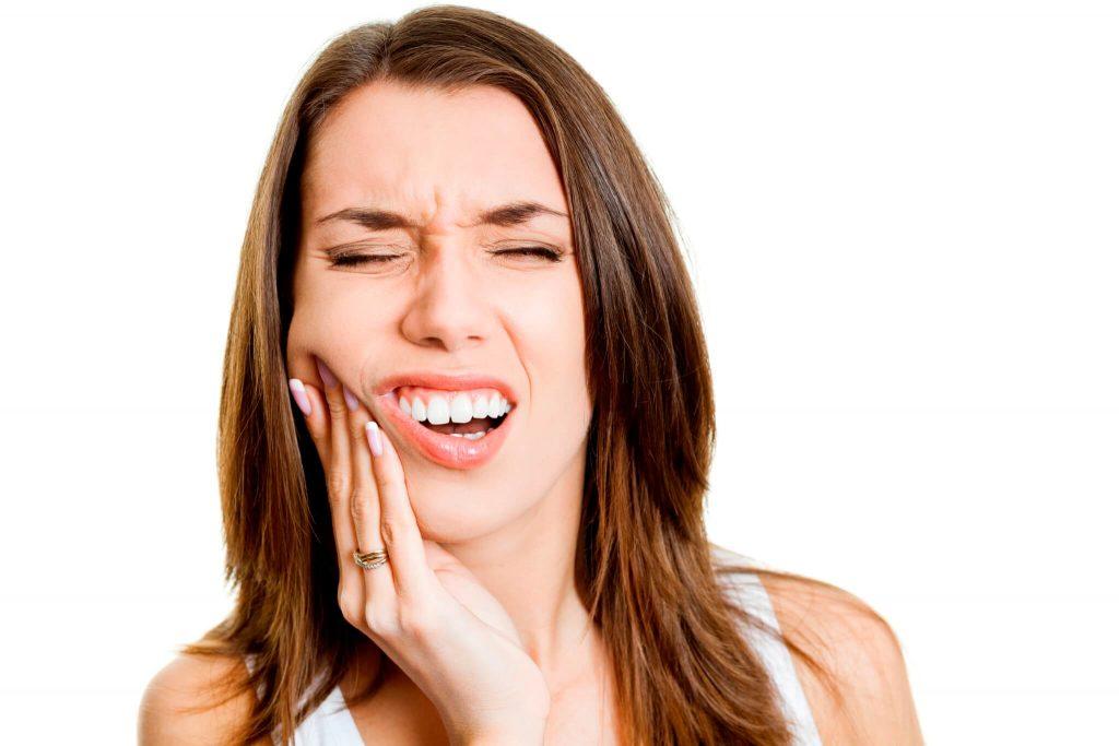 Отек после удаления зуба мудрости: что делать?